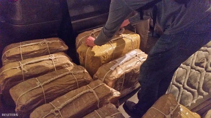 A csomagok az argentín hatóságok által kiadott képen