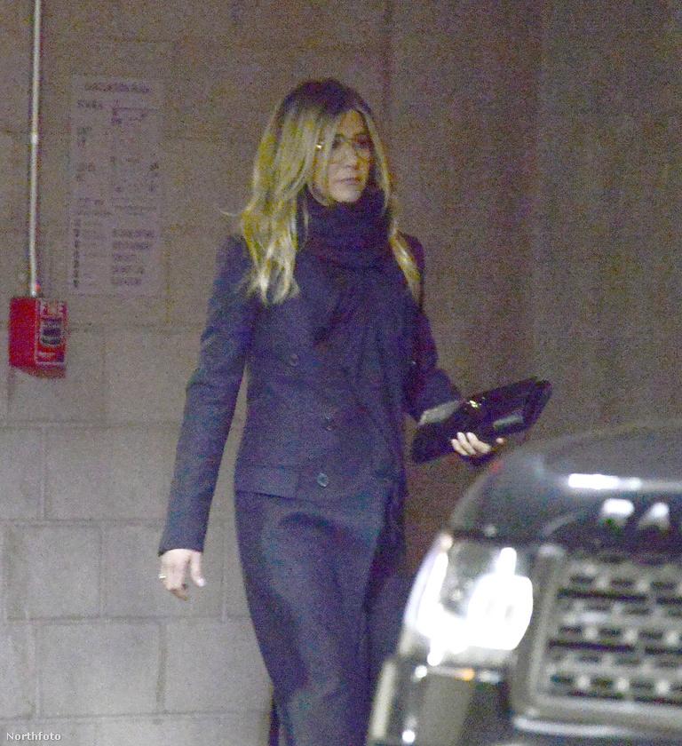 A friss fotók egyébként egy hollywoodi mozinál készültek Anistonról, aki az egyik legjobb barátja, Jason Bateman, új filmjének premierjére ment el