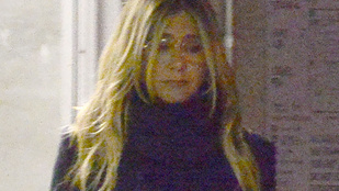 Jennifer Aniston rettentő elgyötörtnek tűnik a róla készült legfrissebb fotókon
