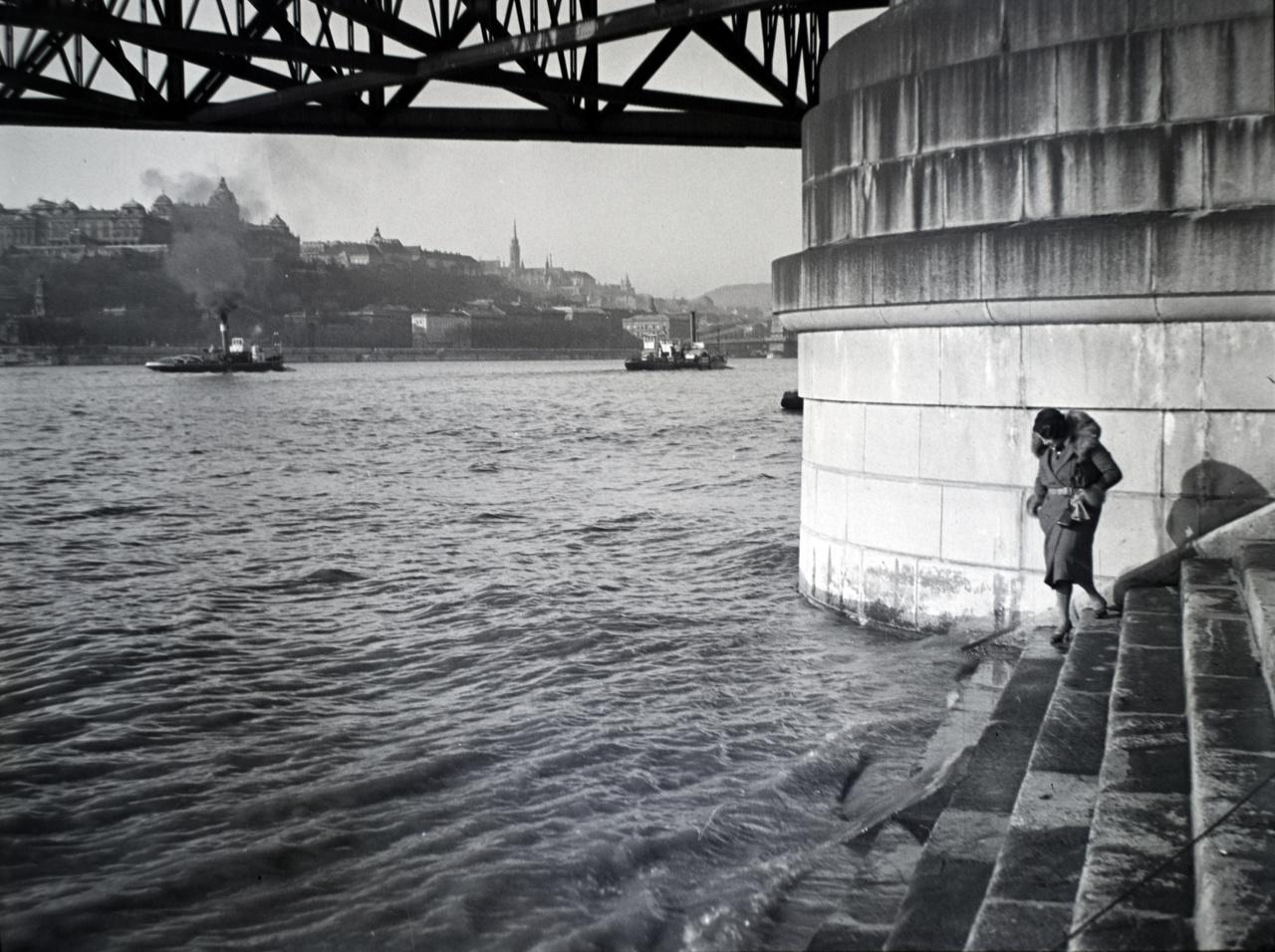 Auguszta a régi Erzsébet hídnál, valamikor a harmincas években.