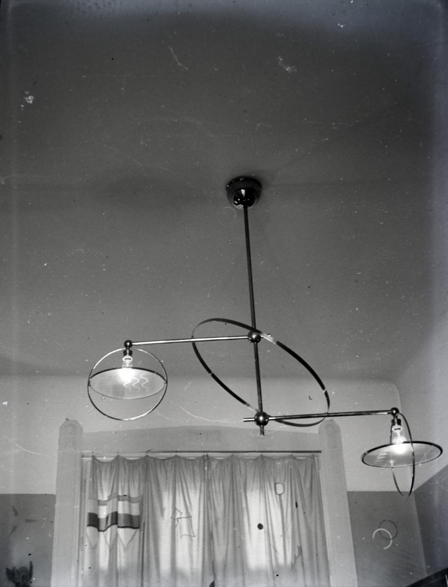 A Feuer-Kurtz tervezőpáros lámpája eredetileg lányuk szobájában függött, ma legkisebb unokájuk házában lóg.