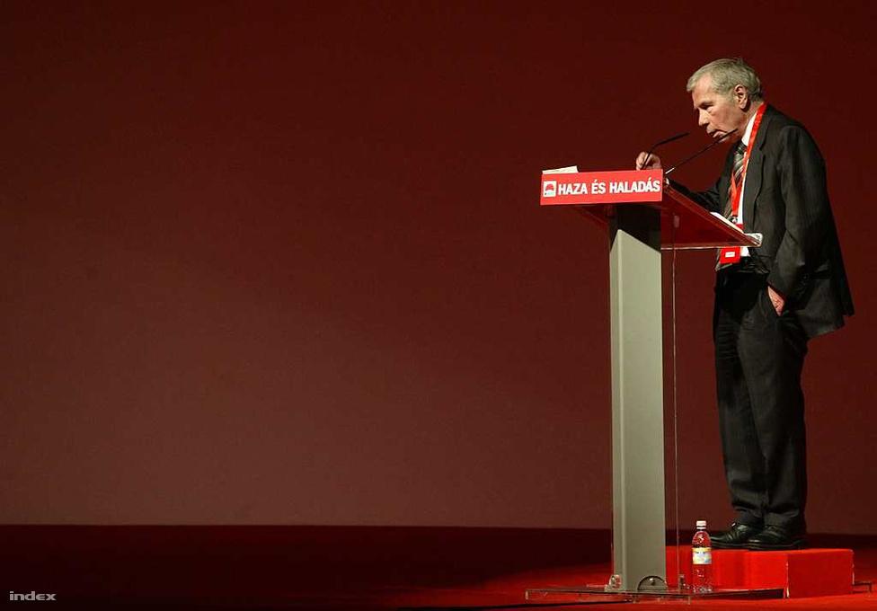 2007. február 24. - Horn már az MSZP nagy öregjeként beszédet mond a párt tisztújító kongresszusán, ahol Gyurcsány pártbeli támogatottságától tette függővé miniszterelnökségét