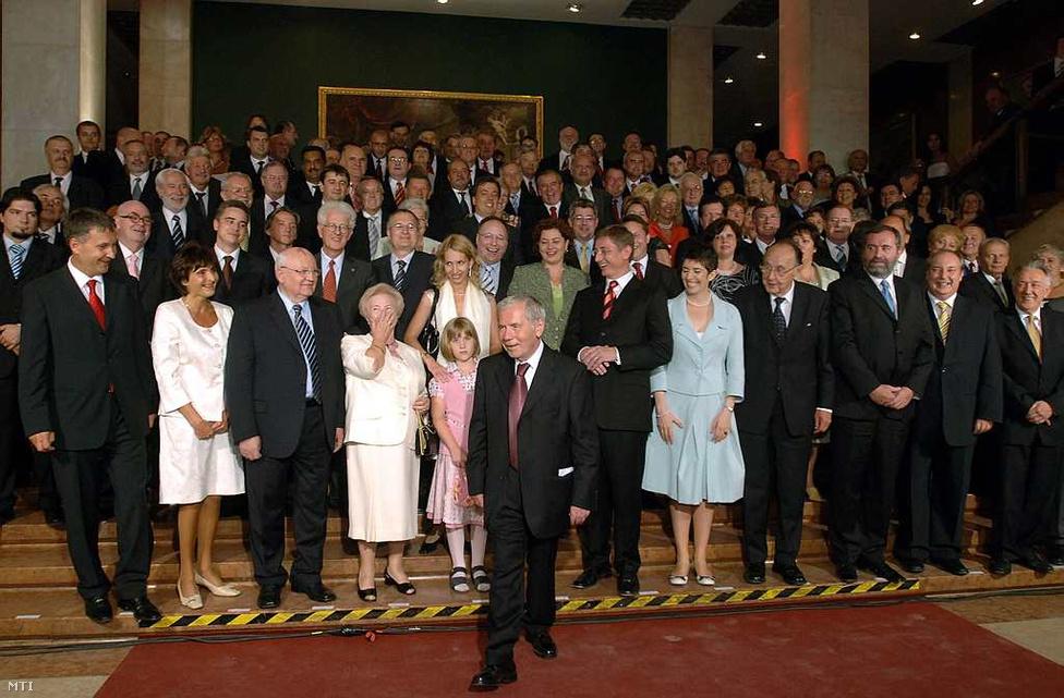 2007. július 6.  - Horn Gyulát köszöntik 75. születésnapján. A partira eljött többek között Mihail Gorbacsov volt szovjet elnök, Genscher volt német alkancellár, Gyurcsány Ferenc miniszterelnök és az MSZP vezetése
