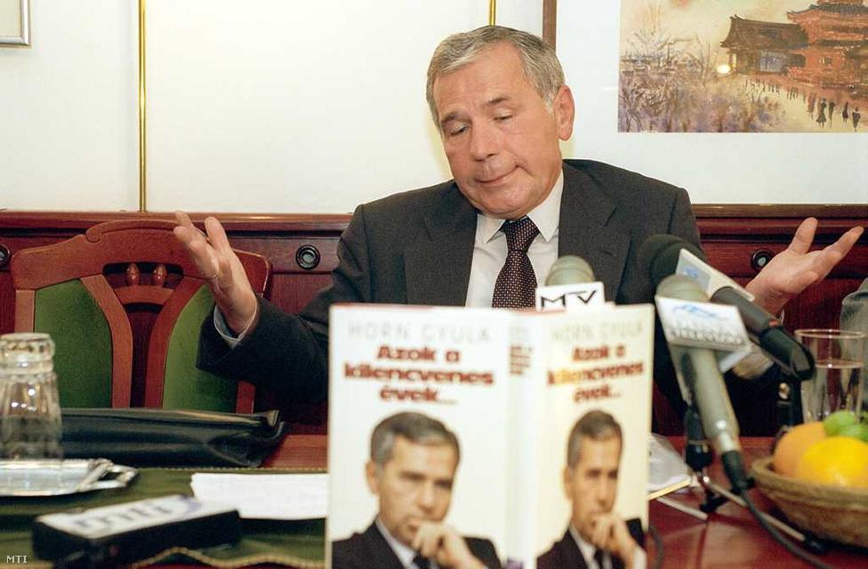 Azok a 90-es évek... címmel jelent meg Horn Gyula második memoárja a Cölöpök után. Az exkormányfő hangsúlyozta, hogy valósághűen mutatta be a '90-'98 között eltelt éveket