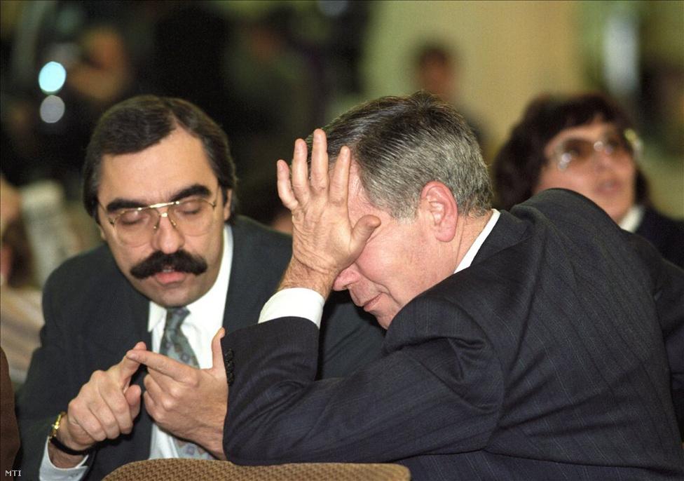Miskolc, 1995. november 26. Bokros Lajos pénzügyminiszter és Horn Gyula pártelnök, miniszterelnök a Magyar Szocialista Párt IV. kongresszusán