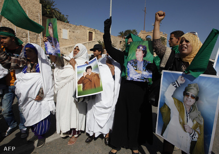 """Kadhafi mellett tüntető nők Tripoliban a """"harag napján"""""""