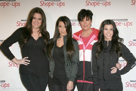 Khloe Kardashian, Kim Kardashian, Kris Jenner és Kourtney Karda