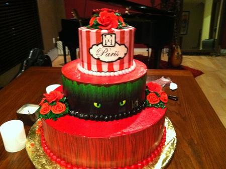 Paris Hilton ellopott tortája (Forrás: Facebook)