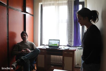 Simon Mihály és Kende Ágnes, a központi irodában