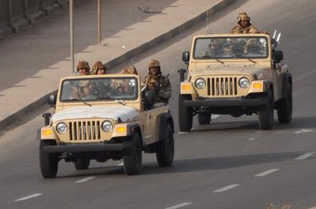 Zsoldosok tripoli utcáin (forrás: Al Jazeera English Blog)