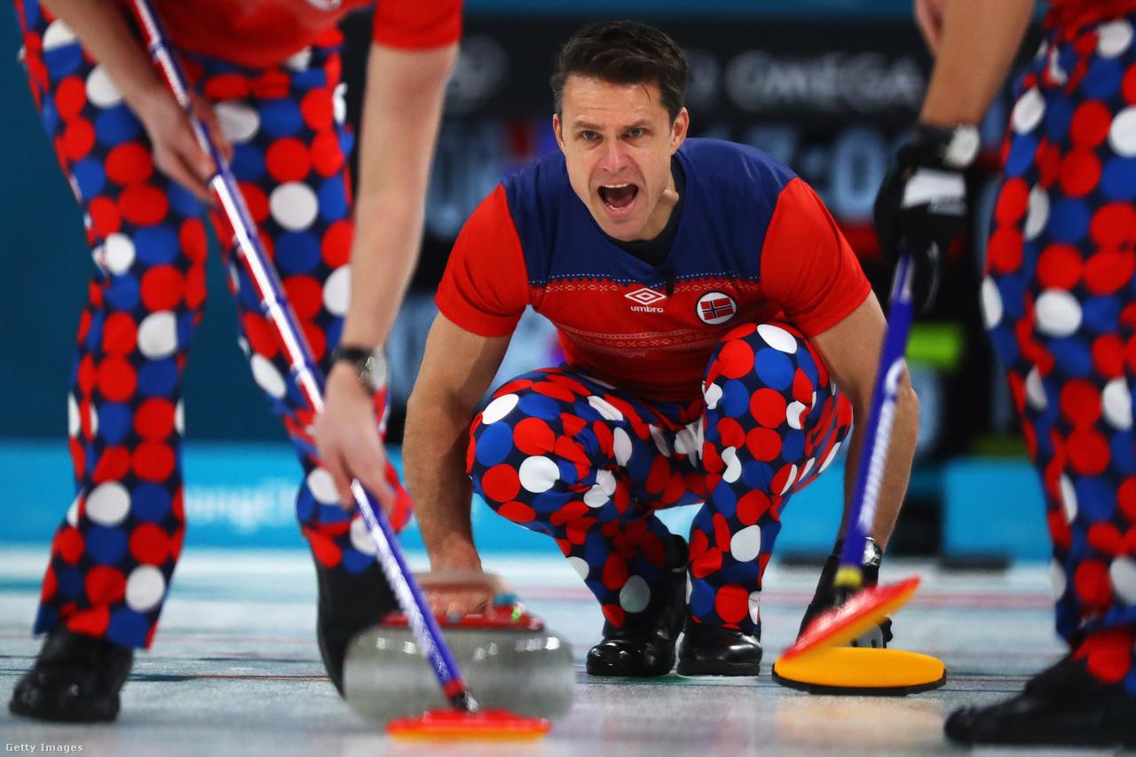 A curlingtornán mindig emlékezetes volt a norvégok naponta cserélt feltűnő nadrágja, de hiába, így sem sikerült elődöntőbe jutniuk. Több balhé is volt azonban a női versenyben: a kanadai csapatkapitány egyik döntését többen udvariatlannak tartották, aztán pedig a britek egyik kövét szedték ki szabálytalanságra hivatkozva, de vitatott körülmények között az egyik mérkőzésen. A döntőben a svédek nyertek a házigazda dél-koreaiak ellen. A férfiaknál Donald Trump lánya, Ivanka szurkolása mellett az amerikai csapat történelmet írt, először nyert curlingben aranyérmet olimpián. Ráadásul egy óriási, 5 pontra nyert enddel ugrottak behozhatatlanul az élre.