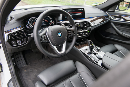 Továbbra is baromi egyszerűek próbálnak lenni a BMW-belsők