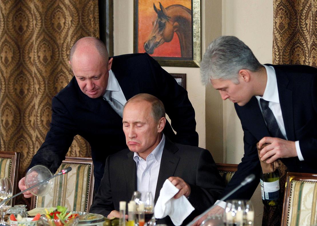 Jevgenyij Prigozsin (b) és Vlagyimir Putyin (k)