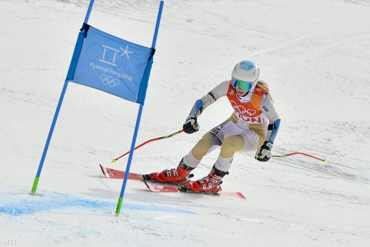 Hozmann Szonja az alpesi sízők csapatversenyében a phjongcshangi téli olimpián az Alpensia Sport Parkban 2018. február 24-én.
