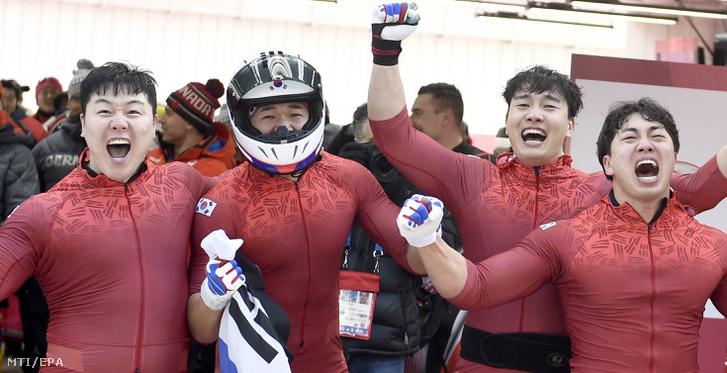 A dél-koreai négyesbob tagjai, Von Jun Dzsong Dzsun Dzsung Lin Szo Jung Vu és Kim Dong Hjun (b-j)