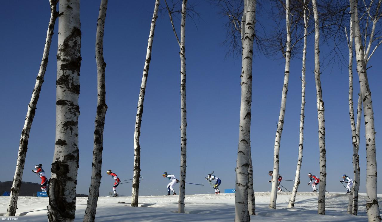 A 37 éves Marit Björgen nyerte az utolsó versenyt Phjongcshangban, a 30 km-es klasszikus stílusú sífutást, amivel ő lett minden idők legsikeresebb téli olimpikonja. Ugyanúgy 8 aranyérme van, mint az eddigi rekorder norvég biatlonos Ole Einar Björndalennek, de összesen már 14 éremnél jár. A 13 érmes Björndalen 44 évesen már nem fért be a norvég biatloncsapatba, de azért ott szurkolt feleségének, a fehérorosz Darja Domracsevának, aki a női biatlonváltóval aranyérmet szerzett. A sífutóknál a 15 km-es klasszikus számban győztes Dario Cologna is történelmet írt, mivel az első sífutó lett, aki három egymást követő olimpián tudott bajnok lenni. A norvég Johannes Höslfot Klaebo Phjongcshangban szerzett három aranyat.