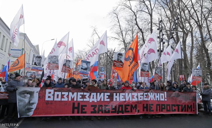 Több ezer eber vonult fel Moszkvában a meggyilkolt ellenzéki politikusra, Borisz Nyemcovra emlékezve