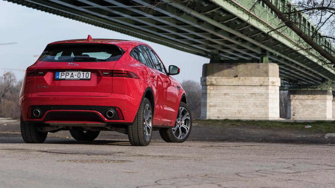 Valójában milyennek kell lennie egy SUV-nak, ha Jaguar? Tudja a fene, de ezt a forma, meg az életérzés adja el