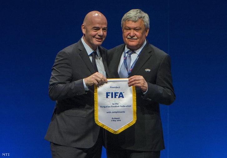 Gianni Infantino a Nemzetközi Labdarúgó Szövetség (FIFA) elnöke és Csányi Sándor a Magyar Labdarúgó Szövetség elnöke az UEFA végrehajtó bizottságának tagja az Európai Labdarúgó Szövetség (UEFA) 40. kongresszusán a budapesti Hungexpón 2016. május 2-án