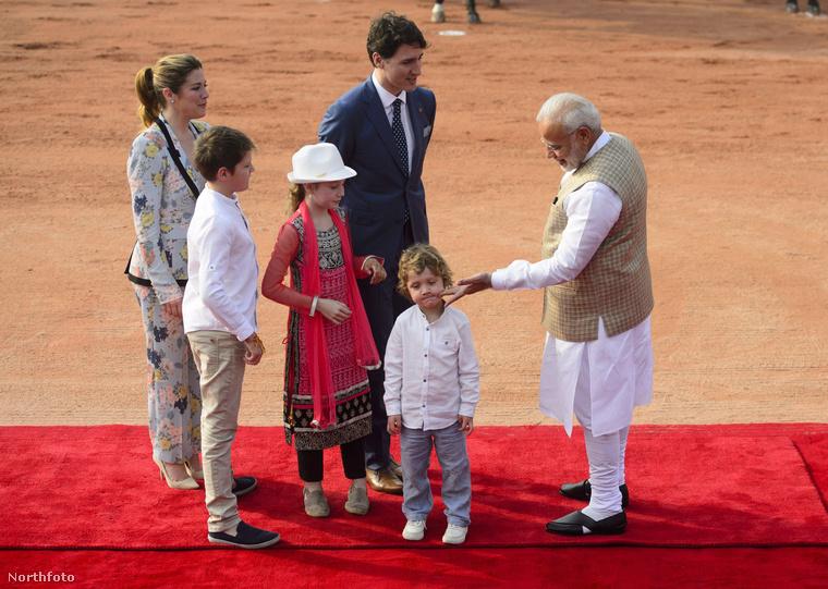 Akinek ha valamihez nincs kedve (például mosolyogni), akkor sem fog, ha maga Narendra Modi indiai miniszterelnök próbálja rávenni nyomkodással