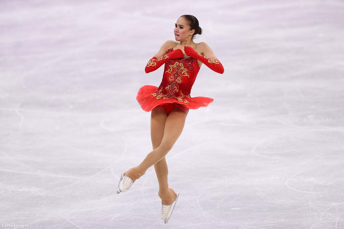 Alina Zagitova 15 évesen szerzett aranyat az egyéni rövid programban