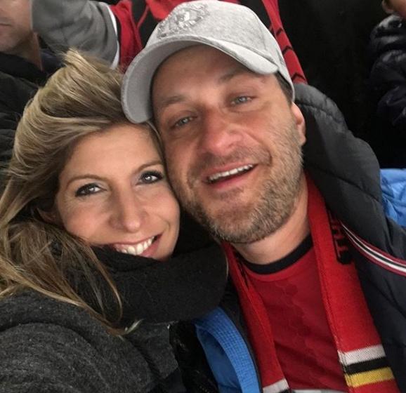 A fitneszoktató és férje, Krisztián sűrűn töltenek együtt időt kettesben, itt például egy focimeccsen voltak.