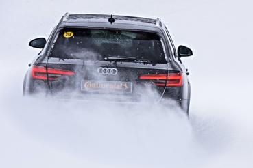 Jó gumikkal az Audi S4 Quattro váratlanul nagyot gyorsul a havon