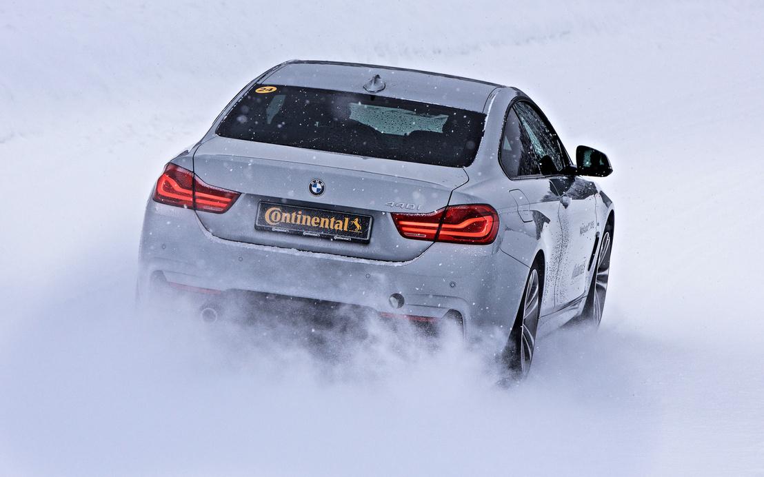Az Audi stabilabb, a BMW viszont örömtelibb a hóban, de mindkettő jól kontrollálható az új fejlesztésű Continental téli gumikkal