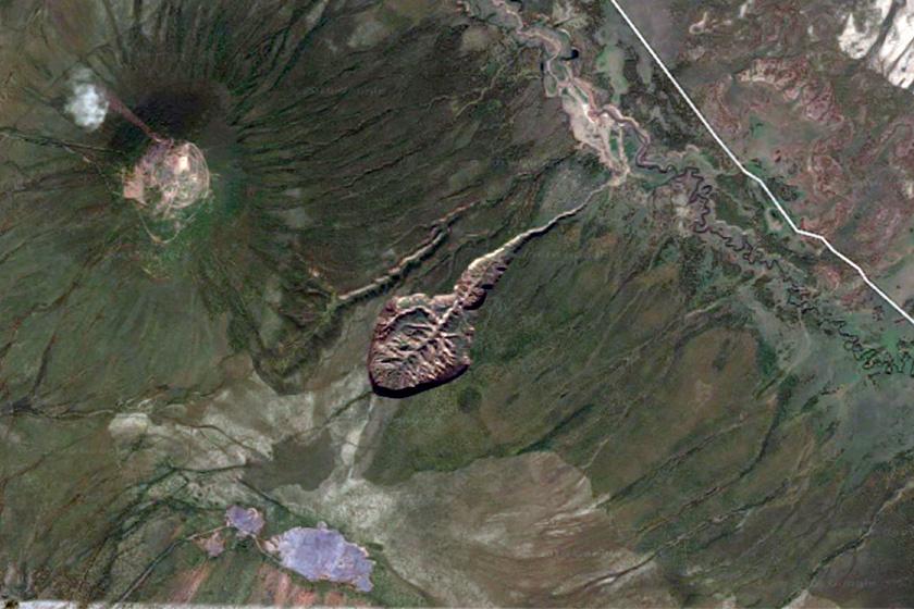 A Batagaika a műholdfelvételen is tökéletesen kivehető, óriási kráter. Körülbelül egy kilométer hosszú, és száz méter mélységű részei is vannak.