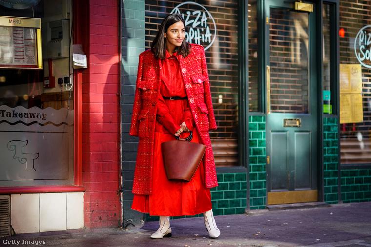 Ér tetőtől-talpig pirosba öltözni 2018-ban.