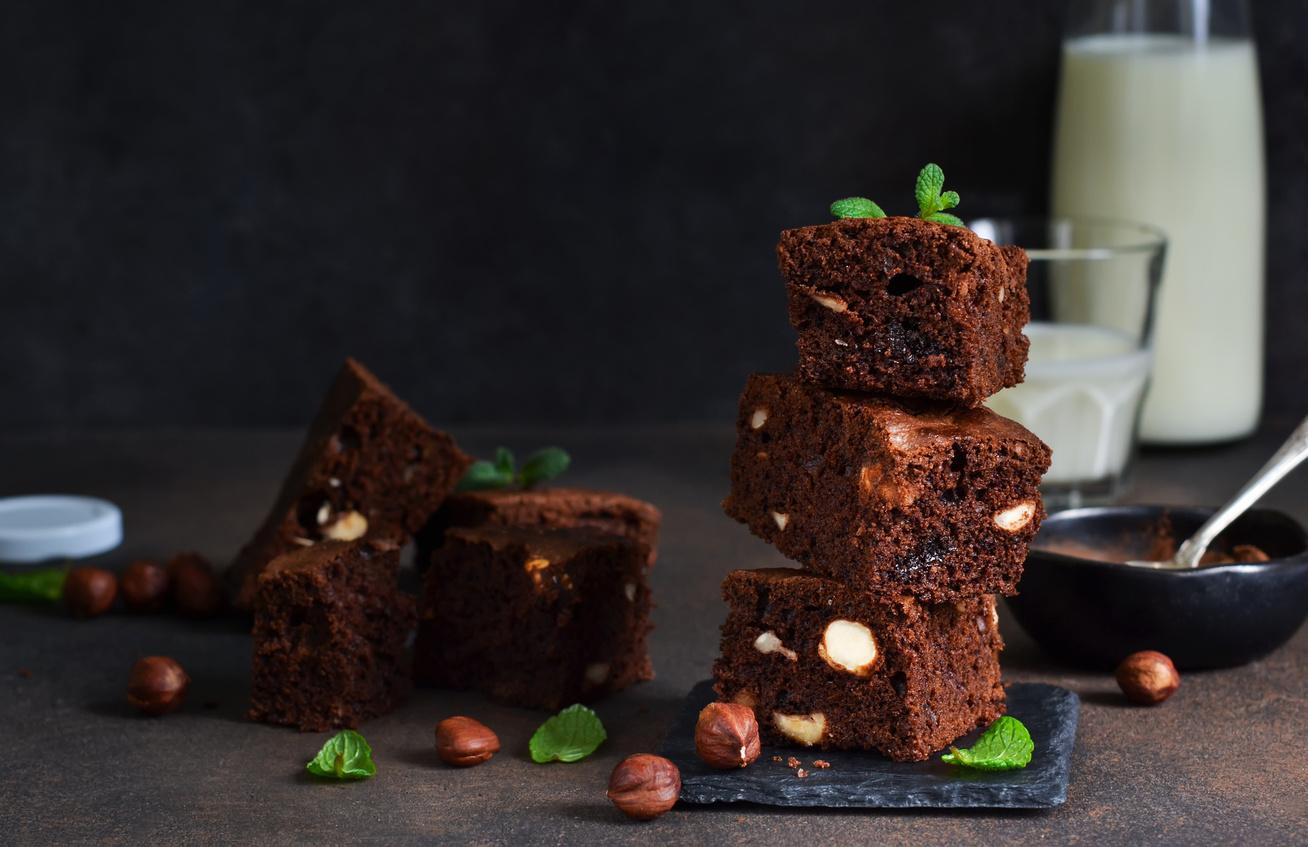 Házi, csokis kevert süti sok mogyoróval - Ez a finomság elolvad a szádban