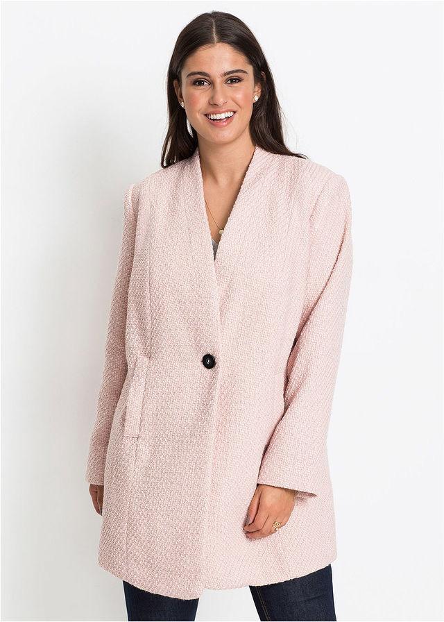 08c6cfe4eb A Bonprix nőies és bájos, púderrózsaszín kabátja karcsúsítja a derekat, és  kifinomult megjelenést kölcsönöz