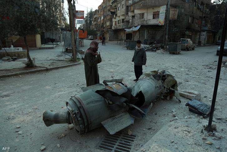 Fel nem robbant rakéta egy dumai utcán.