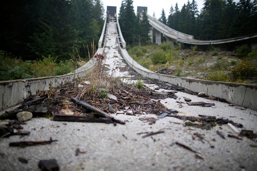 Szarajevóban 1984-ben volt téli olimpia. Az Igman-hegy síugró sáncai körül tízezrek szurkoltak az akkori Jugoszláviában.