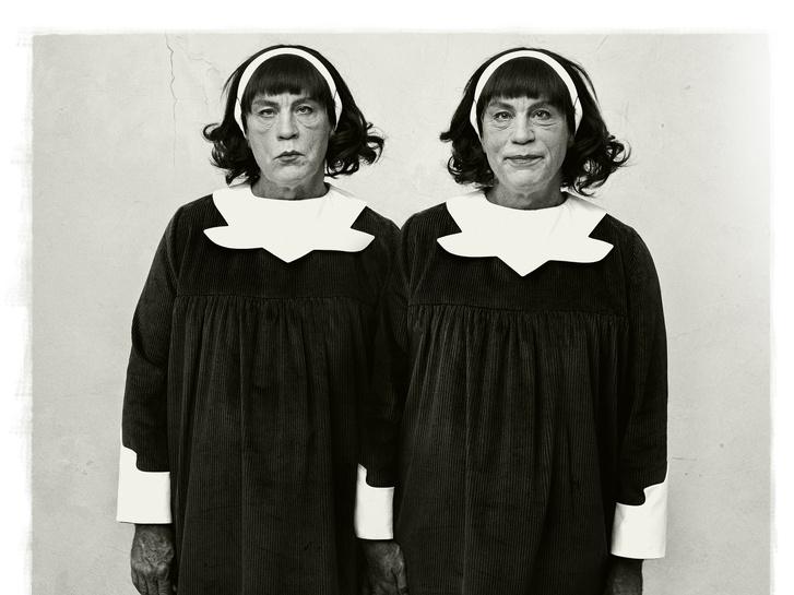 Diane Arbus / Egypetéjű ikrek, Roselle, New Jersey (1967),                          2014 Sandro Miller / Catherine Edelman Gallery, Chicago jóvoltából