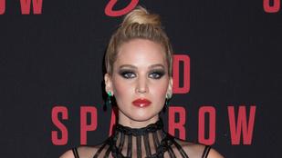 Jennifer Lawrence félmeztelenül rohangált és Árpa Attilával viccelődött