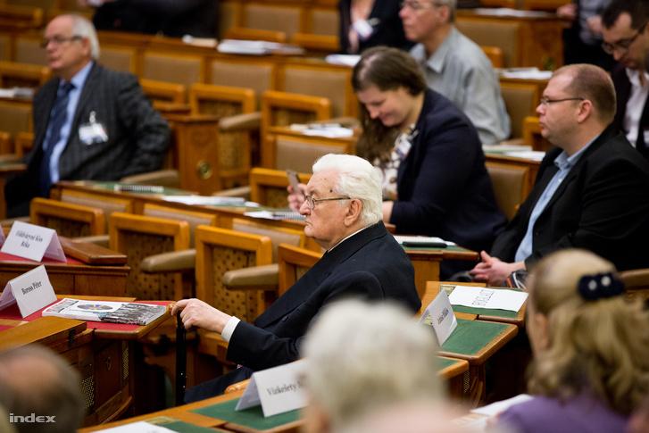 Boross Péter volt miniszterelnök a parlamentben 2017 október 24-én