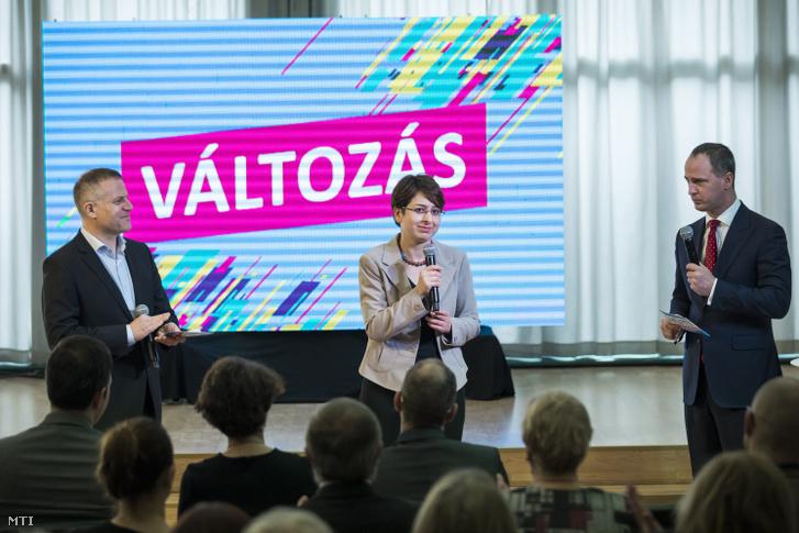 Juhász Péter pártelnök, Szigetvári Viktor, a párt miniszterelnök-jelöltje és Spät Judit elnökségi tag az Együtt kampánynyitó rendezvényén 2018. január 27-én