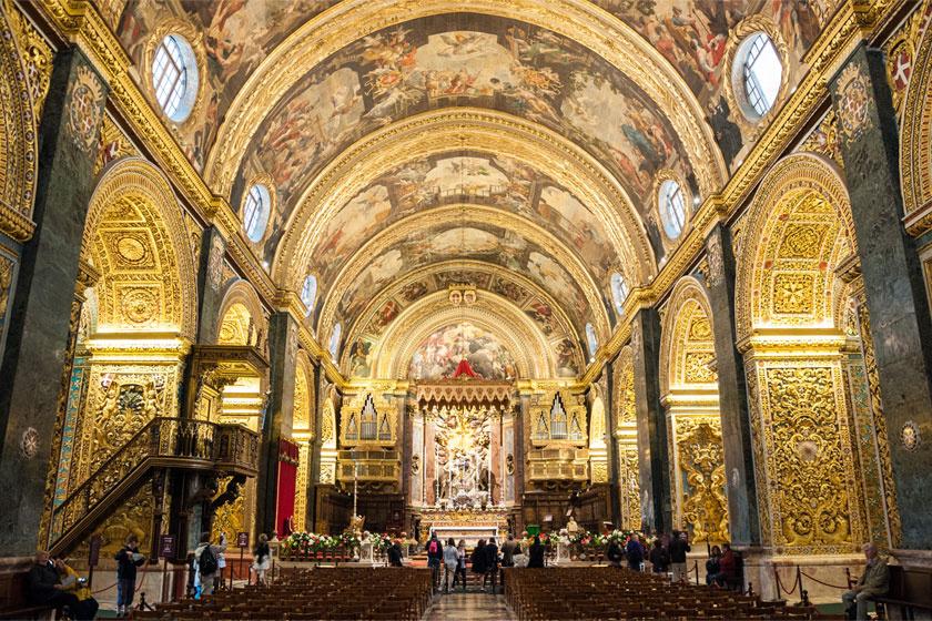 Valletta központjában található a Szent János-társkatedrális. Az épület belseje gazdagon díszített, még Caravaggio egyik alkotása is megtekinthető benne. Belépődíj felnőtteknek tíz euró.