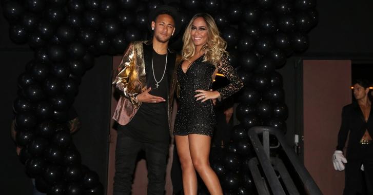 Neymar és Raffaella az egyik születésnapon