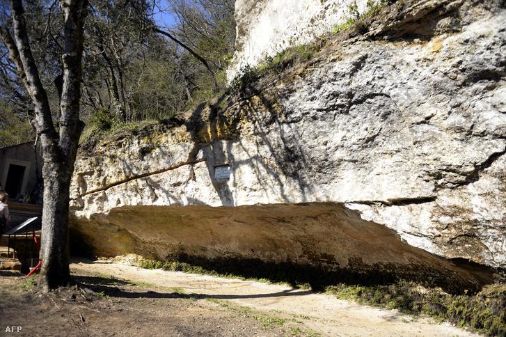 A francia mészkőszikla, aminek oltalmába húzódtak több tízezer évvel ezelőtt az első európai emberek