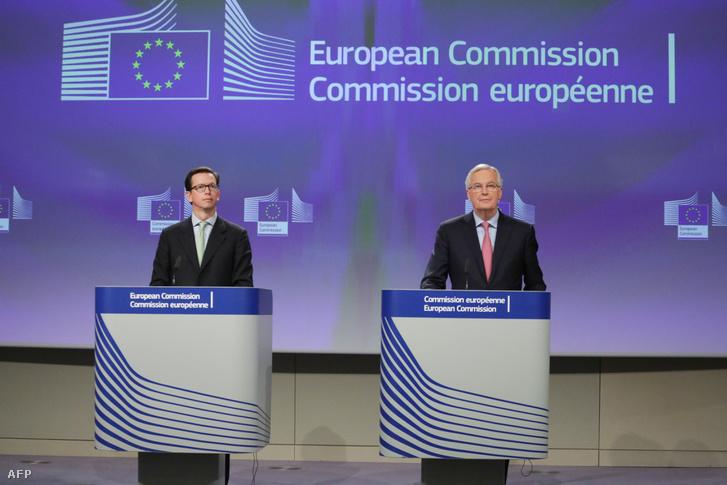 Alexander Winterstein szóvivő és a brexit-tárgyalásokért felelős Michel Barnier sajtótájékoztatója Brüsszelben 2018. február 28-án