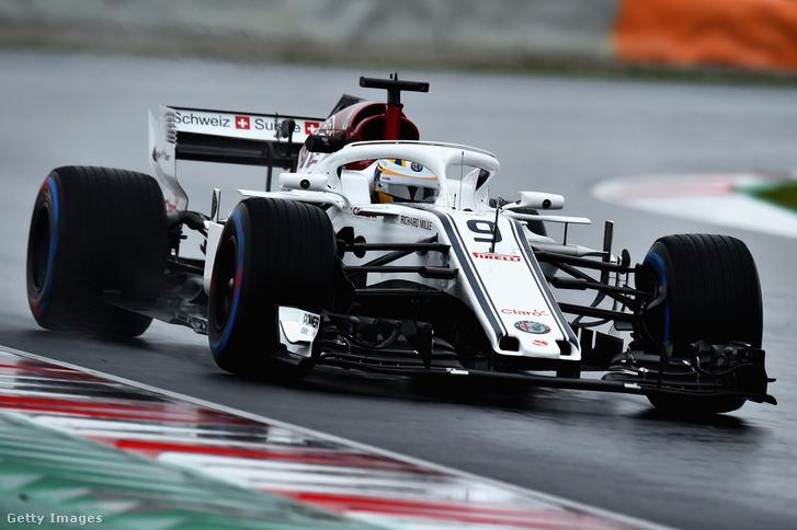 Alfa-Sauber Marcus Ericssonnal a kormánynál