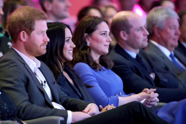 A szerdai, első királyi alapítványi fórum megnyitója remek lehetőséget szolgáltatott arra, hogy Meghan Markle a már megszokott trióval (Harry herceggel, Katalin hercegnével és Vilmos herceggel) üljön egy kupacba, nyilvánosan