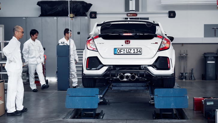 honda-civic-type-r-takes-down-nurburgring-lap-record-for-a-fwd-c