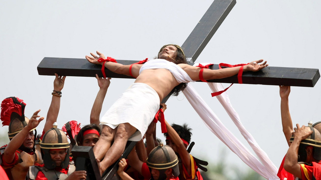 A legmegrázóbb húsvéti hagyomány: ma is tucatnyi embert feszítenek keresztre