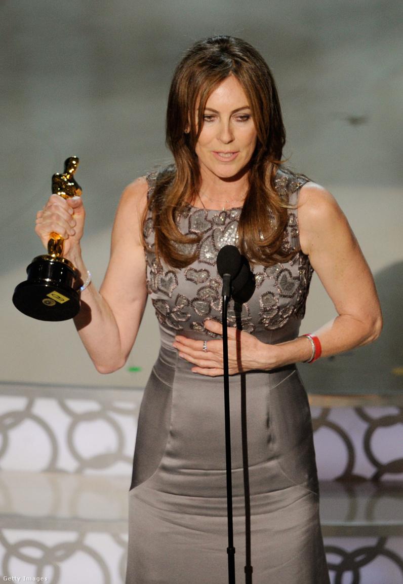 Történelem képekben: az első nő, aki Oscar-díjat nyert filmrendezésért. 2010-ben. A 82. Oscar-gálán. Lina Wertmüller volt az első női jelölt 1976-ban a Seven Beauties-ért, aztán tizenhét év szünet után Jane Campion a Zongoraleckéért, tíz évvel később Sofia Coppola az Elveszett jelentésért 2003-ban, majd 2010-ben Kathryn Bigelow el is nyerte a díjat a Bombák földjén-ért. Az idei gála nagy szenzációja, hogy ismét van női rendező-jelölt, Greta Gerwig, a Lady Birdért.