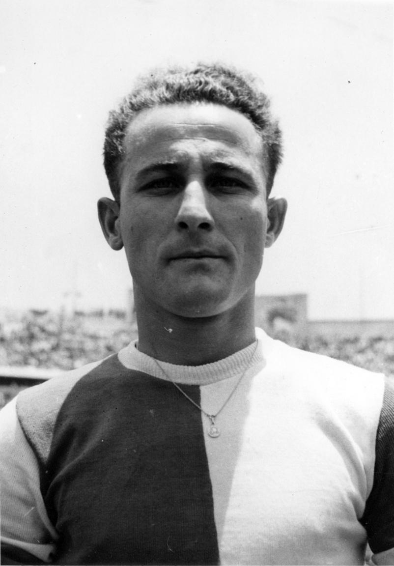 Mészáros József, aki kispesti futballistaként indult a mexikói túrára, majd 1948-tól már a Fradi játékos volt, a legendás, 1949-es bajnokcsapat tagja volt. Végig hű maradt a Ferencvároshoz, akkor is, amikor 1950-ben, politikai nyomásra öt legjobbját (Kocsis, Budai, Czibor, Henni, Deák) elveszítette a klub. Edzőként 1961 és 1965 között irányított a zöld-fehéreket, ő volt az edző, amikor a Vásásrvárosok Kupája döntőjében a Fradi legyőzte a Juventust, így az egyetlen magyar edző, aki európai kupát nyert. 1997-ben bekövetkezett haláláig az FTC Baráti Körének elnöke volt.