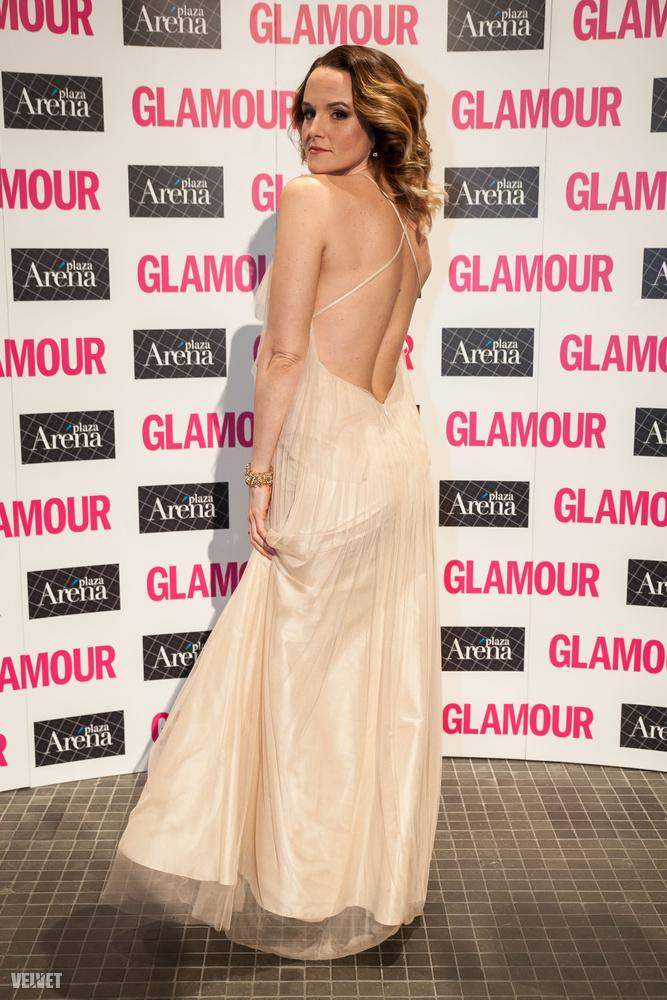 A Glamour-díjat nyert Kollányi Zsuzsi is kitett magárt ezzel az inkább estélyi ruhás szettel.