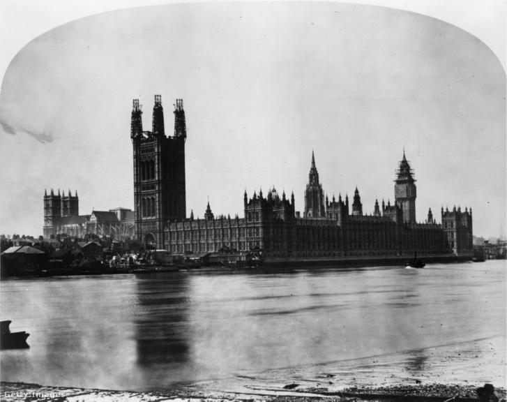 A londoni parlament épülete és a Temze, 1858 körül
